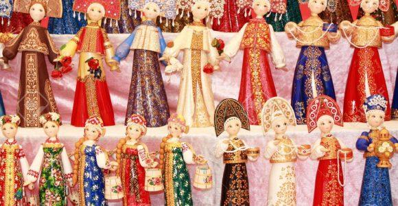 présentation du costume traditionnel de la femme russe